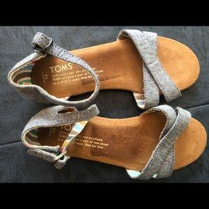 Girls sz 1 blue linen Toms sandals